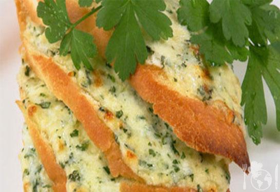 Горячие бутерброды с соусом и сыром