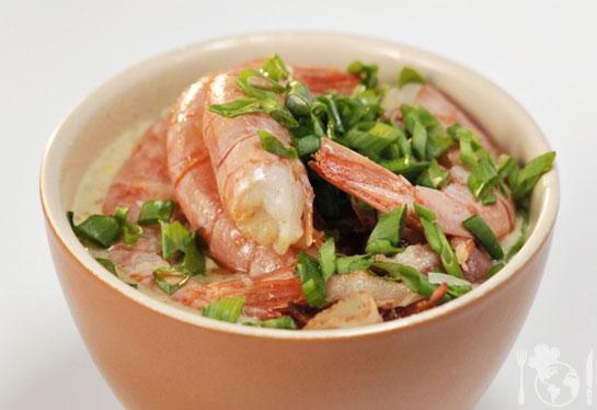 Кукурузный суп с беконом и креветками